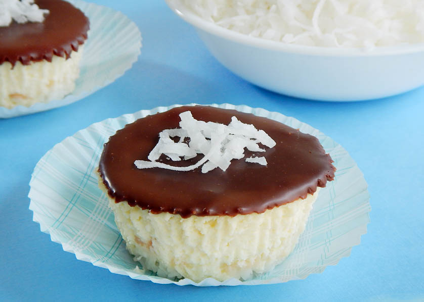 Mini Coconut Cheesecake with Chocolate Topping